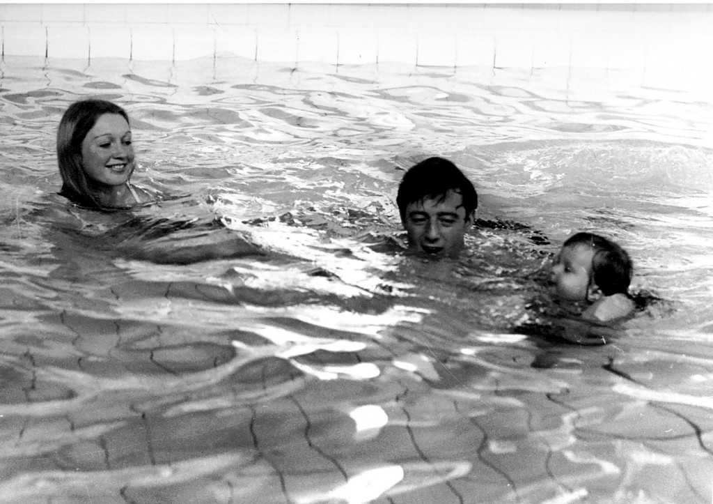 Mum and Dad in pool (2)